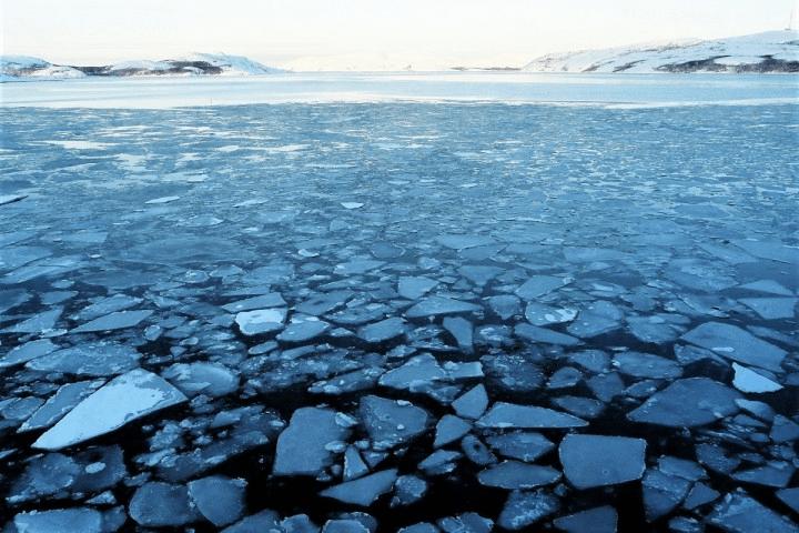 le froid en europe, la glace se brise.