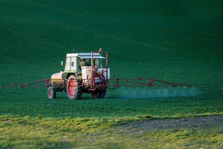 épandage de pesticides